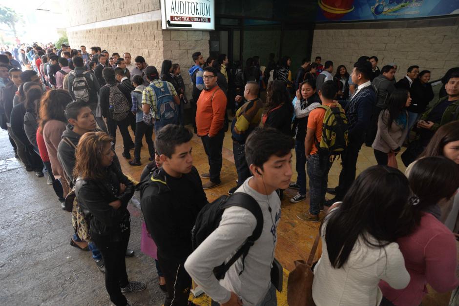 Desde primera hora, los jóvenes se acercaron al evento. (Foto: Wilder López/Soy502)