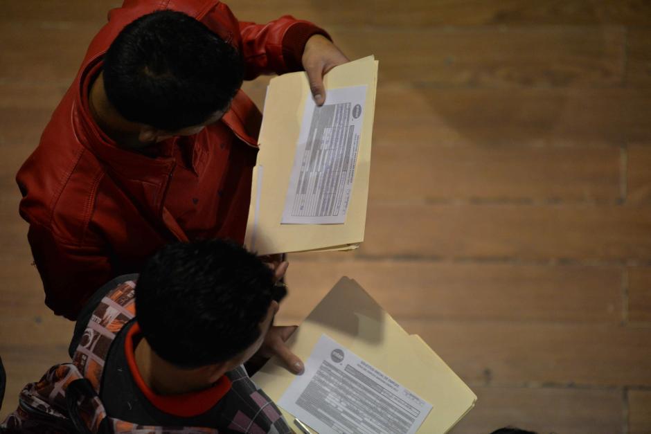 Miles de currículums se estarán entregando entre los dos días. (Foto: Wilder López/Soy502)