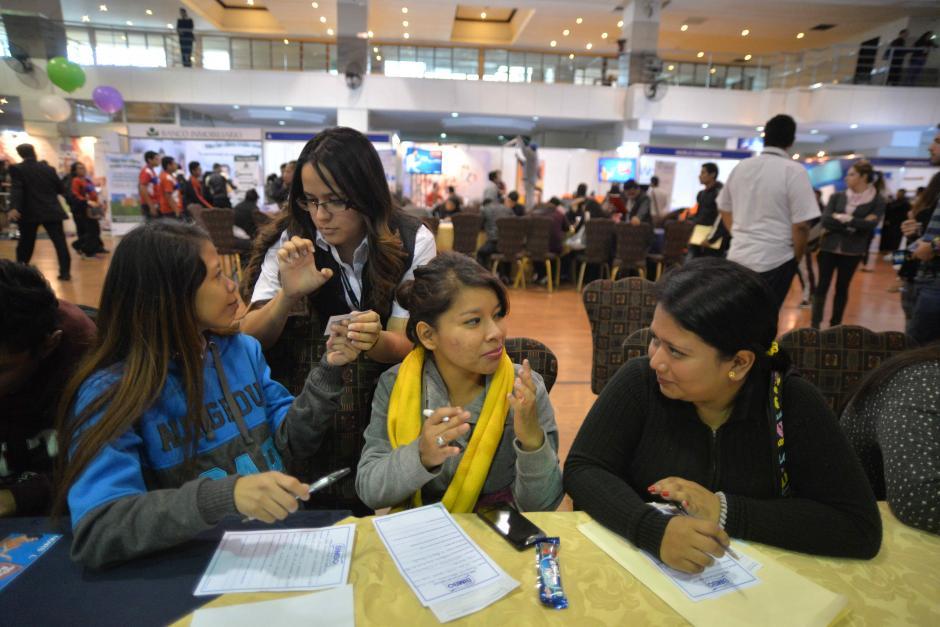 Jóvenes con dificultades auditivas superan sus barreras para encontrar empleo. (Foto: Wilder López/Soy502)