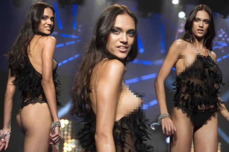 Modelo de Women Secret enseñan de más durante un desfile de modas en Barcelona. (Foto: Getty)