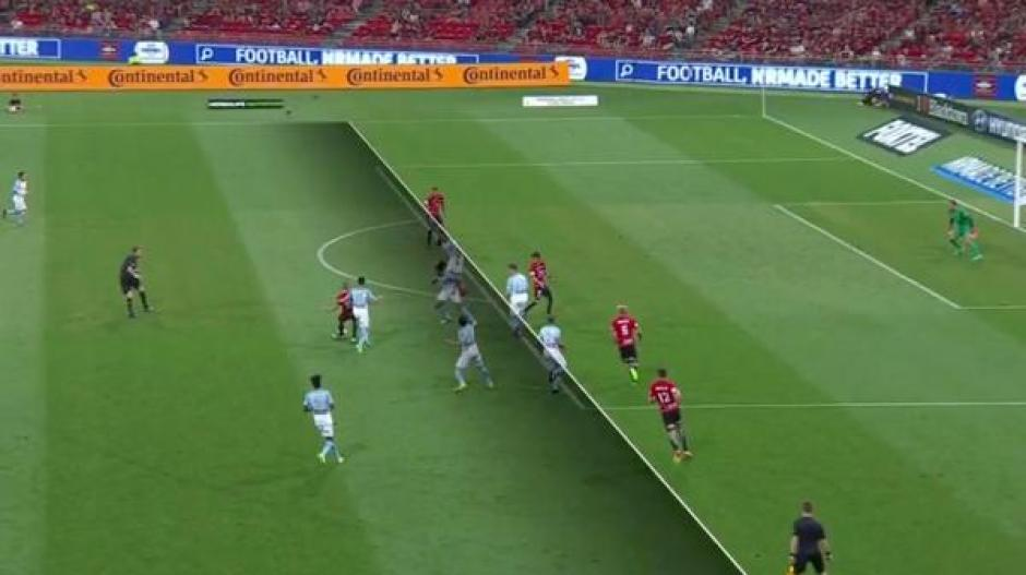 La jugada fue bien anulada por el árbitro. (Foto: Captura de video)