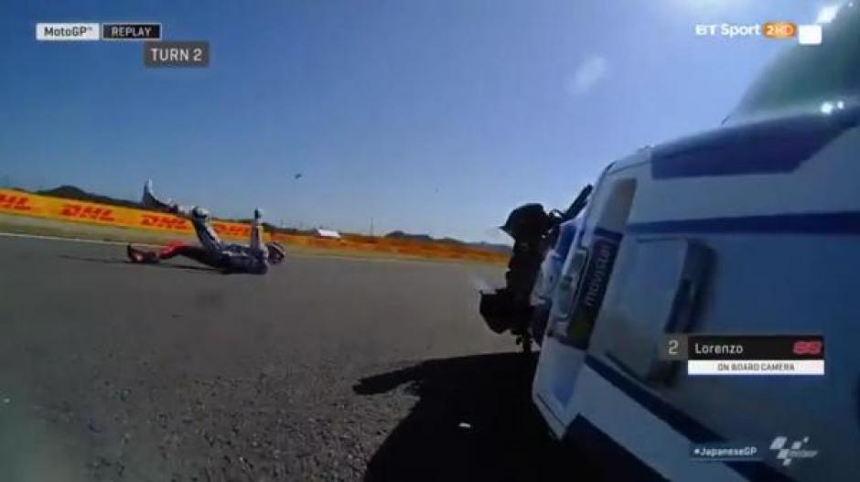 Varios corredores fueron al suelo debido a problemas en la pista. (Foto: Infobae)