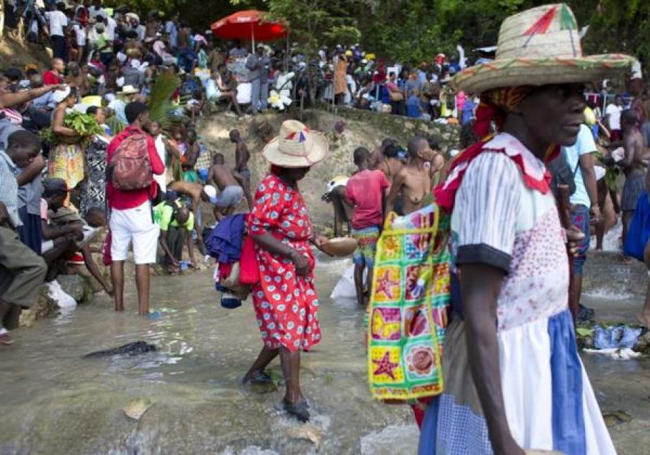 Personas de todas la provincias de Haití asistieron a la peregrinación vudú. (Foto: Infobae)