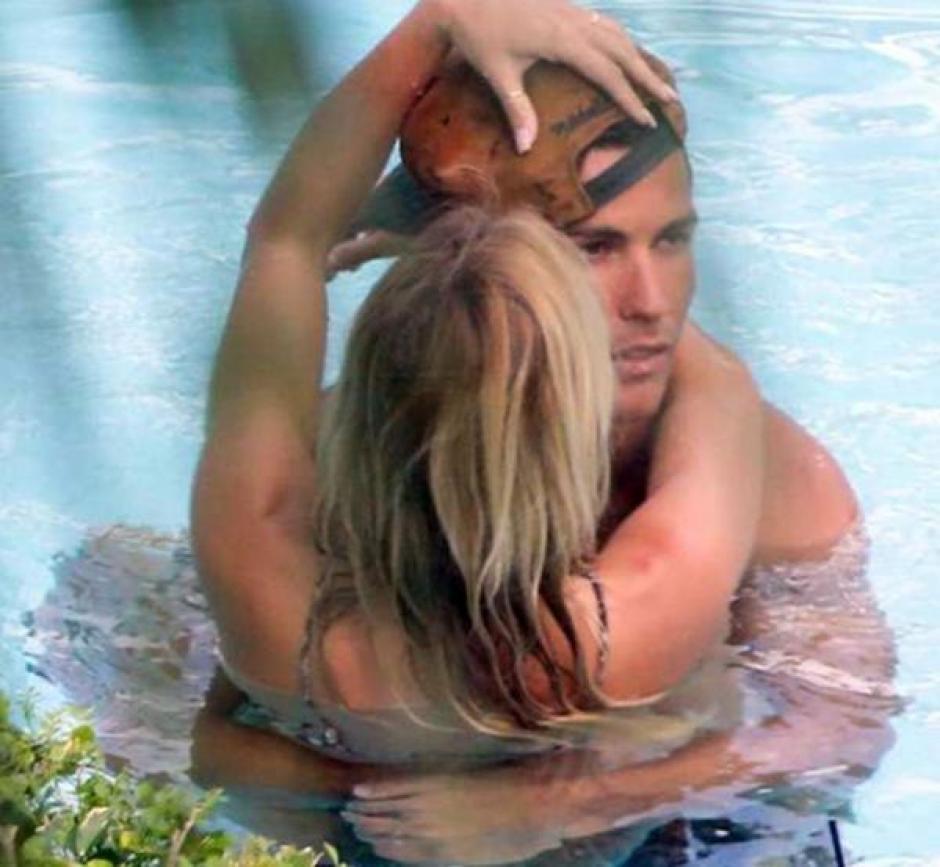 Ambos compartieron de manera muy cariñosa en la piscina. (Foto. infobae.com)