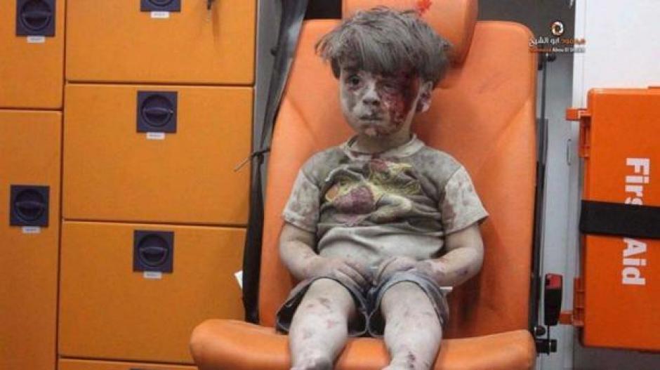 El fotógrafo confiesa que el niño no lloraba, contrario al sentimiento que lo invadía a Ruslan. (Foto: Infobae)