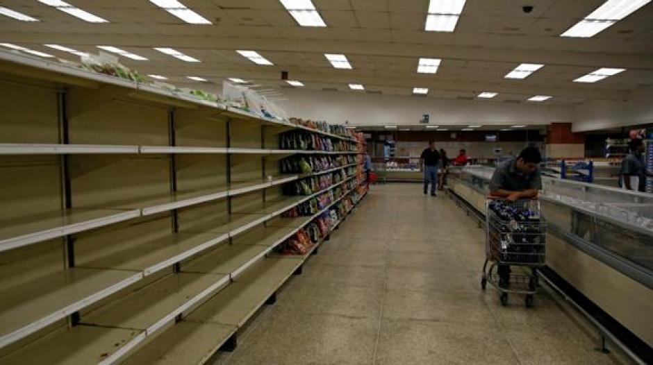 El desabastecimiento de artículos de primera necesidad afecta a la mayoría de venezolanos. (Foto: www.infobae.com)