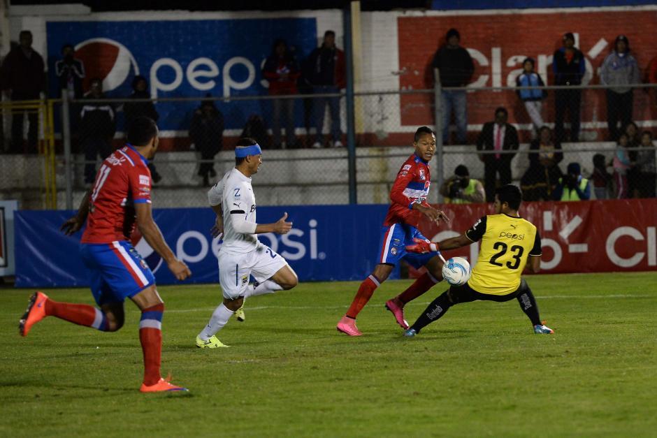 Asistencia de Jorge Mario Ortiz y gol del tico Cristian Lagos para el triunfo de Xelajú. (Foto: Nuestro Diario)