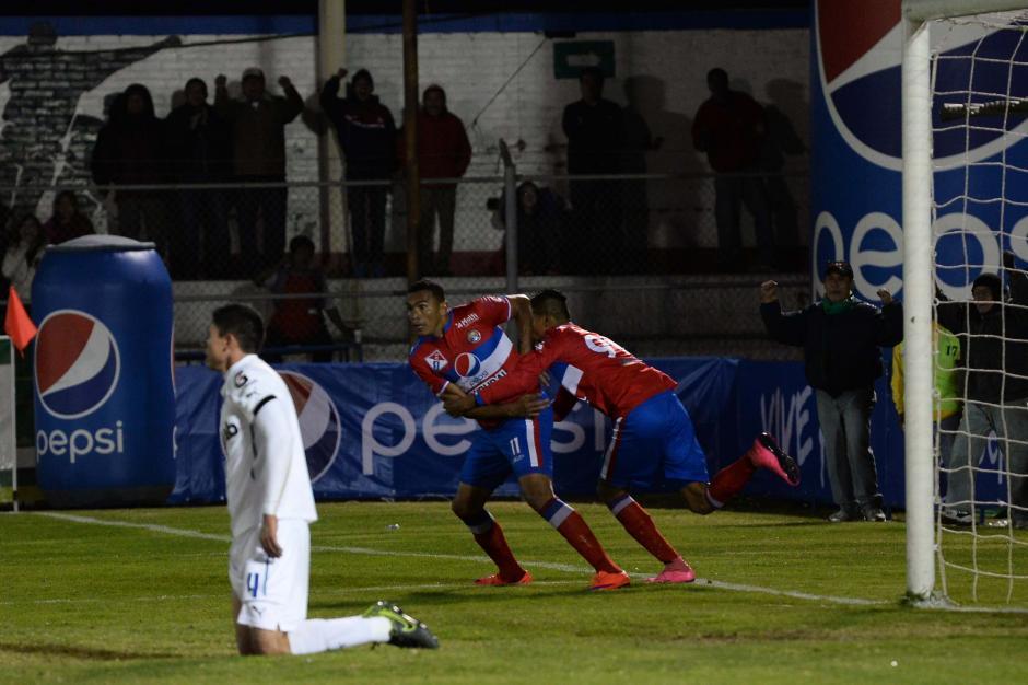Lagos festejó su tercera anotación en el fútbol de Guatemala. (Foto: Nuestro Diario)