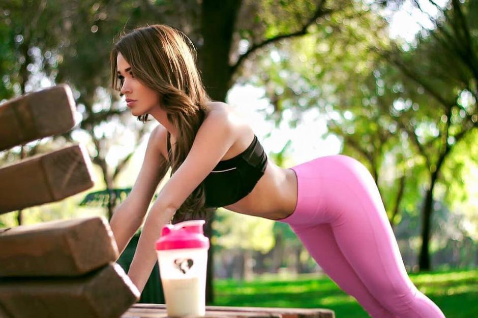 Para mantenerse en forma, Yanet se ejercita constantemente.