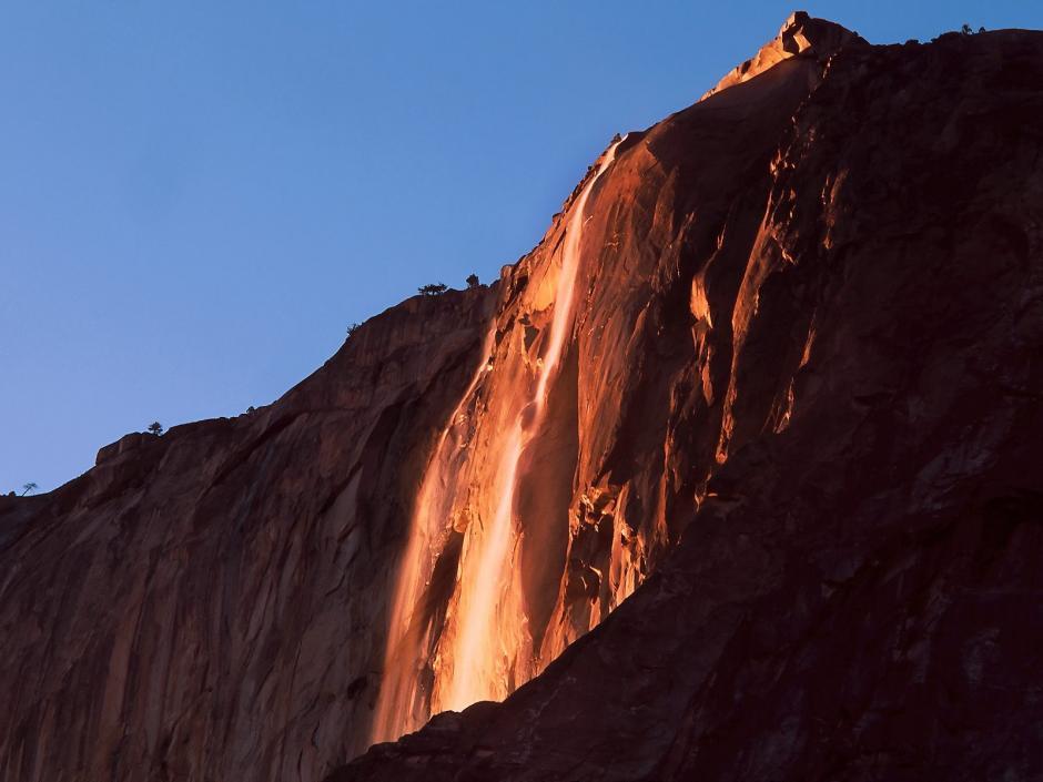 Si todos los factores se alinean, los visitantes pueden divisar las llamas. (Foto: yosemite national park california)