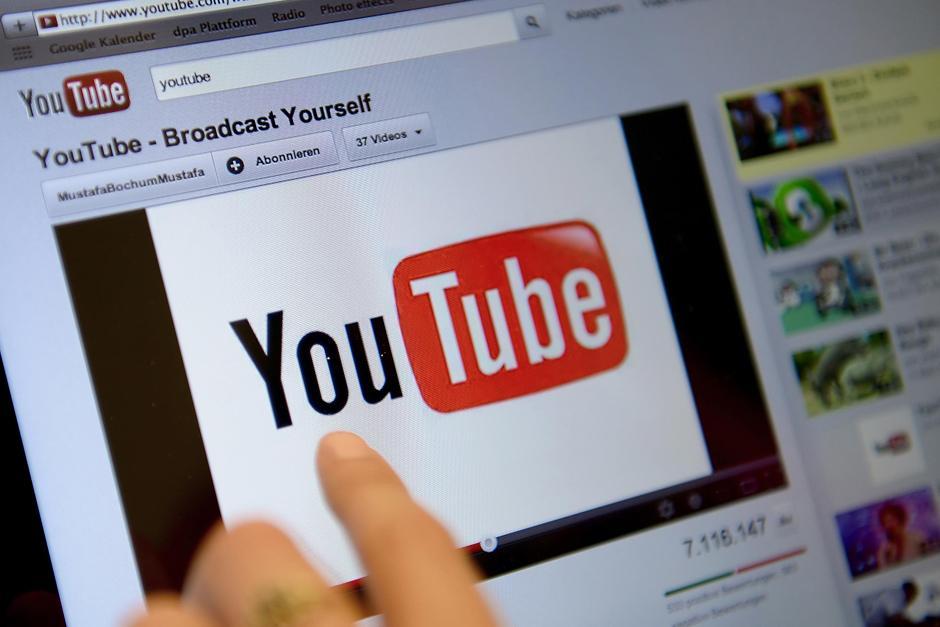 Cuando tienen tiempo libre la mejor compañia es YouTube. (Foto: Google)