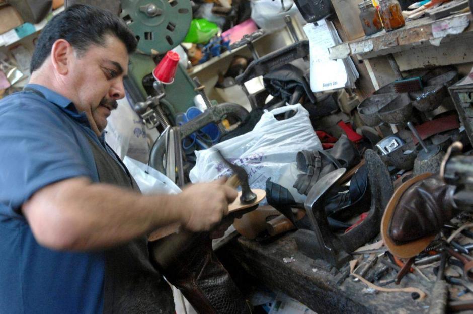 La ocupación de reparación y fabricación de calzado está relacionada con el cáncer nasal y la leucemia, debido a la exposición al polvo de cuero, el benceno y otros componentes. (Foto: Google)