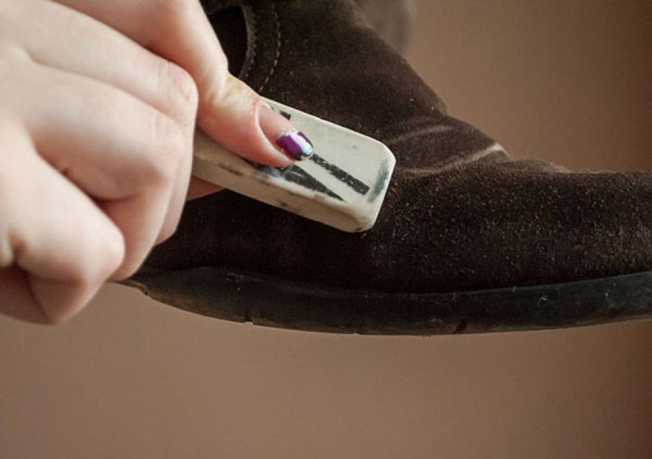 Las manchas en los zapatos de gamuza pueden limpiarse con un borrador. (Foto: Tendenciasfallabella.cl)