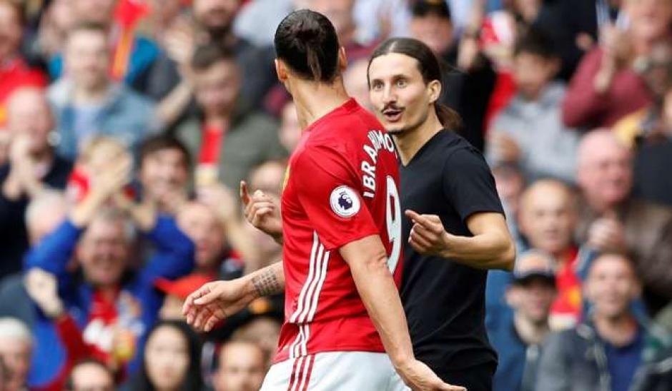 Se rió y siguió su camino Zlatan. (Foto: Twitter)