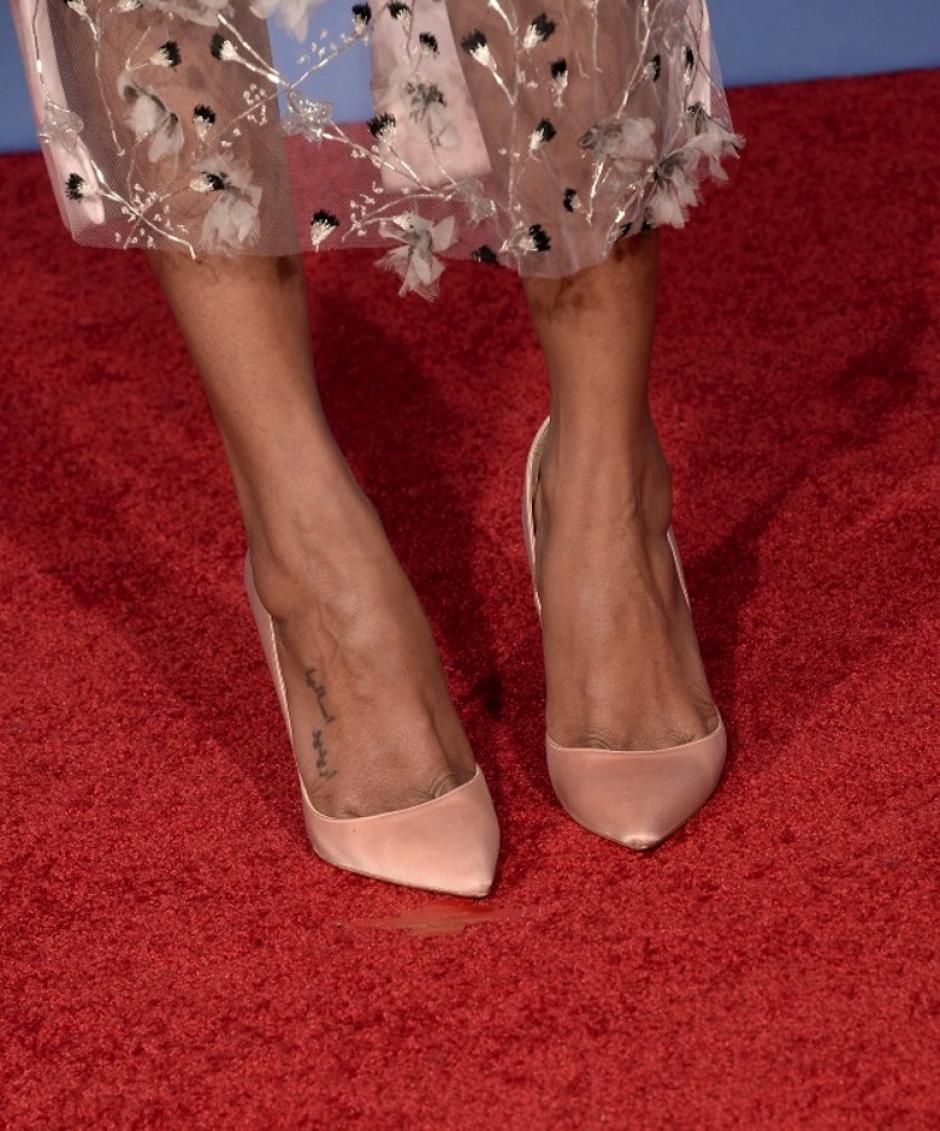 """El """"nude"""" vistió los pies de las celebridades al caminar por la alfombra roja, este es el caso de Zoe Saldaña. (Foto: AFP)"""