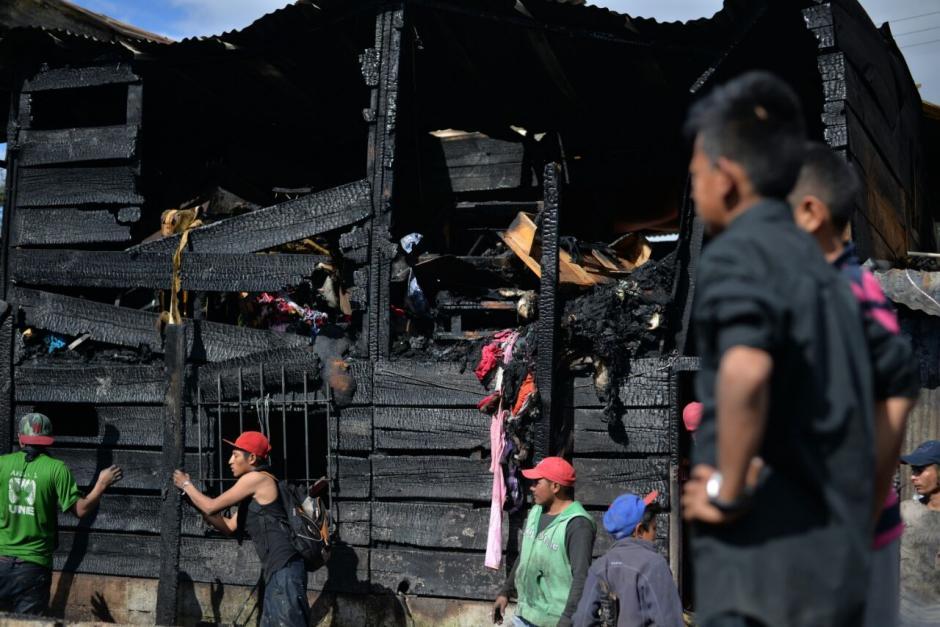 El incendio en el asentamiento Colom Argueta dejó al menos 30 casas destruidas. (Foto: Wilder López/Soy502)