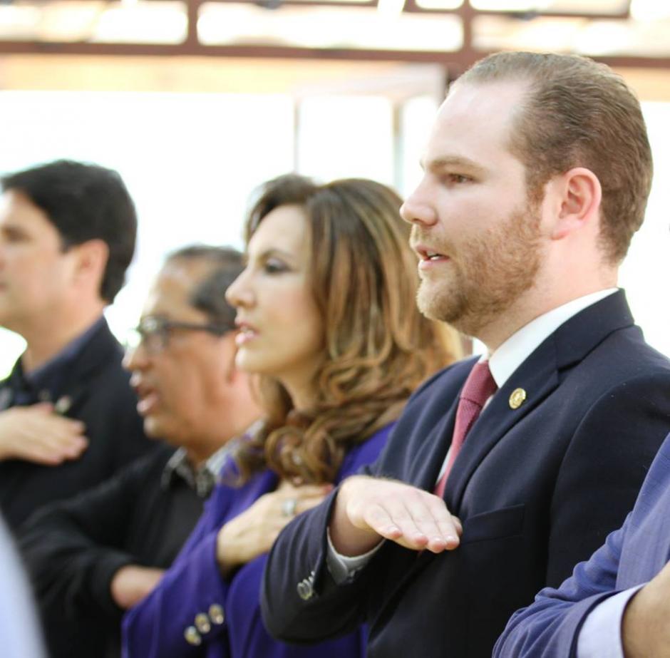 Durante la reunión estuvieron presentes varios de los colaboradores cercanos al alcalde capitalino Álvaro Arzú. (Foto: Partido Unionista/Facebook)