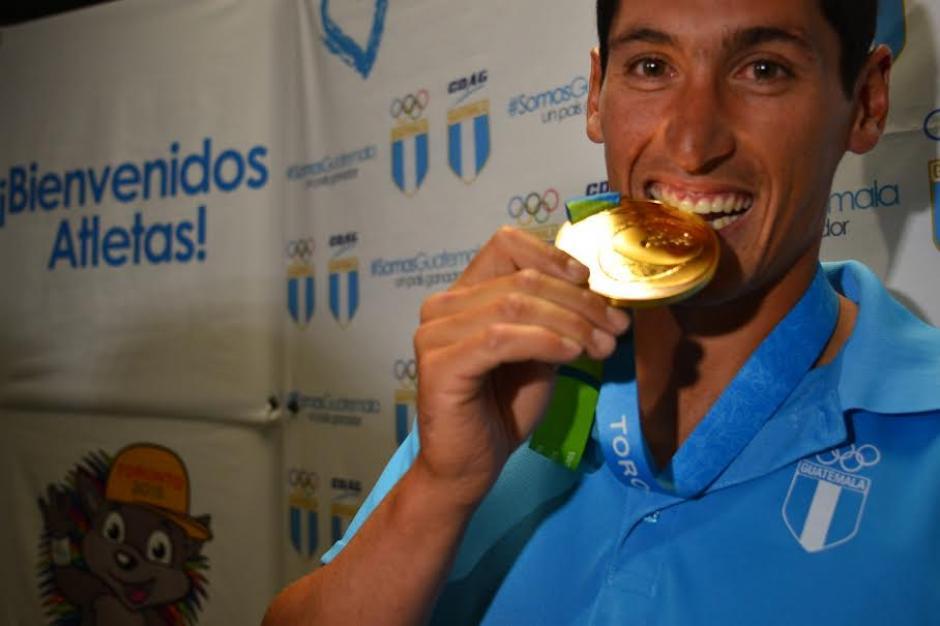 Juan Ignacio Maegli luce orgulloso su medalla de oro en los Panamericanos. (Foto: Jesús Alfonso/Soy502)