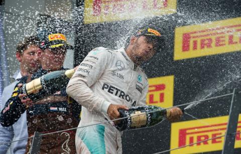 Hamilton ganó el Gran Premio de Austria con incidente con Rosberg