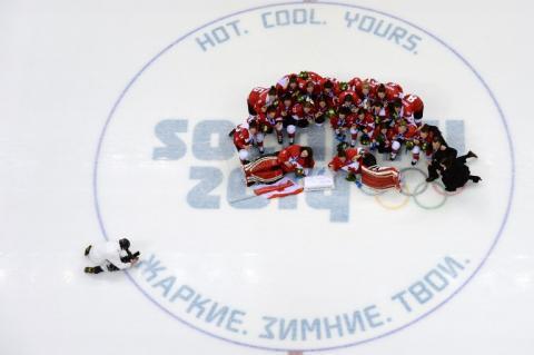 Canadá festeja un épico triunfo en hockey femenino en Sochi 2014