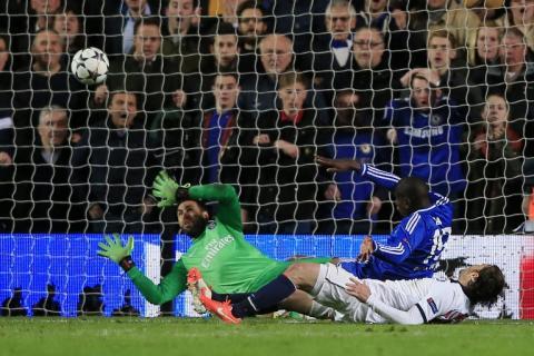 Demba Ba mete al Chelsea en semifinales con un gol de último minuto