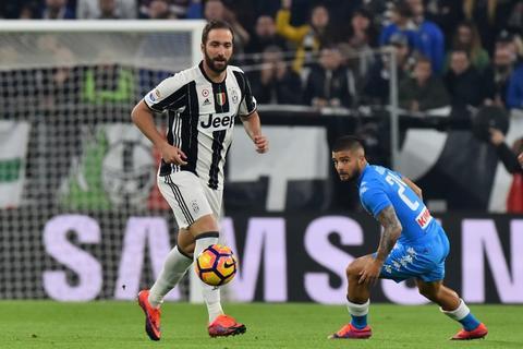 Higuaín se reencontró con el Napoli y metió gol, pero...¿lo celebró?