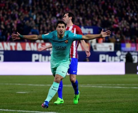 El gol de Suárez con un autopase de fantasía que tiene arriba al Barça