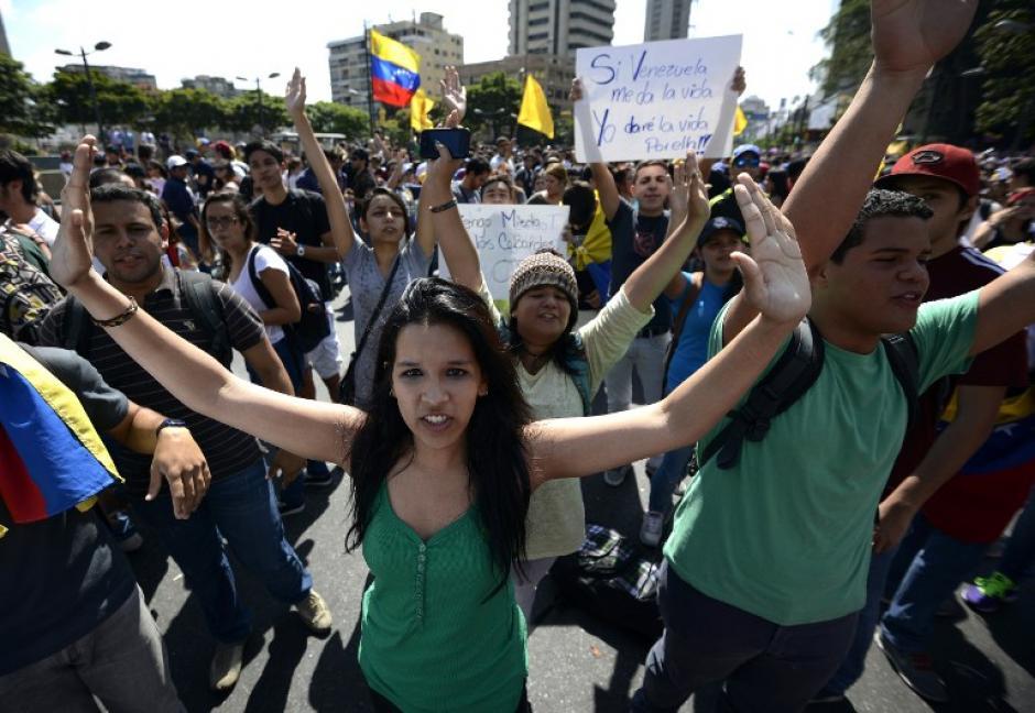 Cientos de estudiantes manifiestan en Caracas