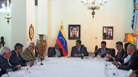 Gobierno y oposición de Venezuela inician diálogo por crisis política