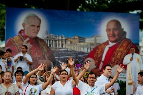 La canonización de dos Papas desde la red social Twitter