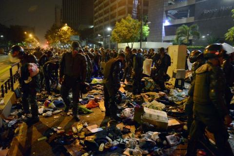 Opositor  cumplirá  50 días preso y gobierno desaloja a estudiantes