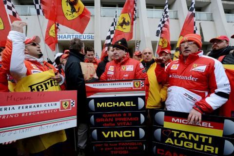 Fans brindan homenaje a Schumacher en su cumpleaños