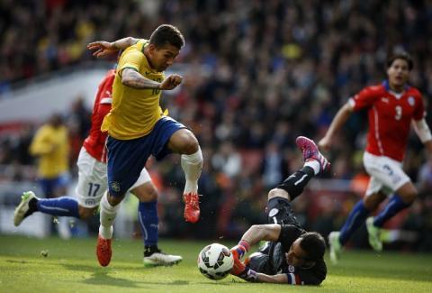 Brasil derrota 1-0 a Chile con gol de Roberto Firmino