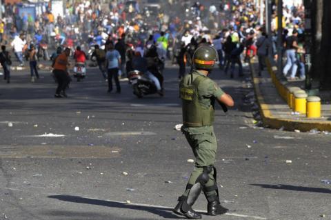 Maduro habla de paz y amor en plena convulsión social