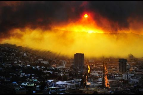 El peor incendio en la historia de Valparaíso deja 11 muertos