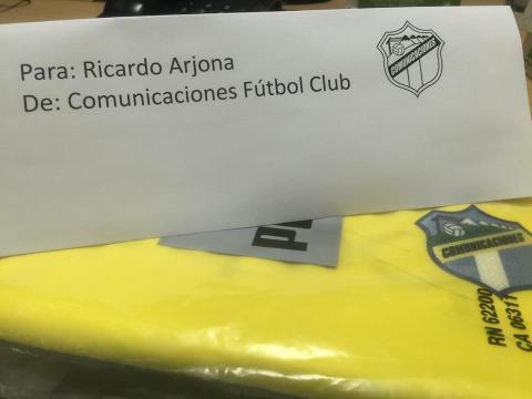 Comunicaciones FC responde a Arjona y le entregará la camiseta crema