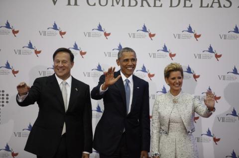 Saludo entre Obama y Castro eclipsa el estreno de la cumbre americana