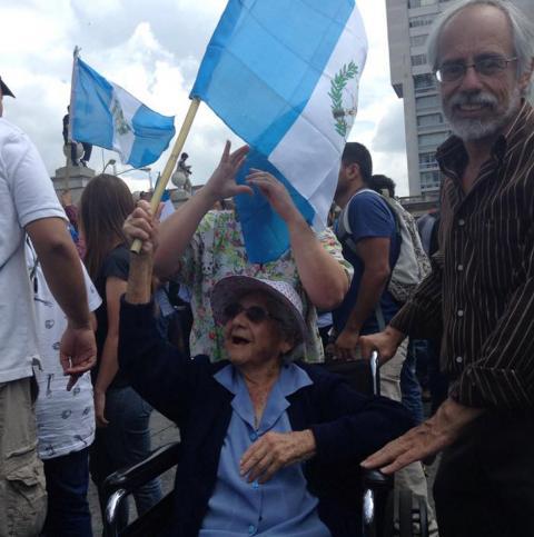 """Estela Fajardo: """"Mis 98 años no me impiden clamar por el bien de país"""""""