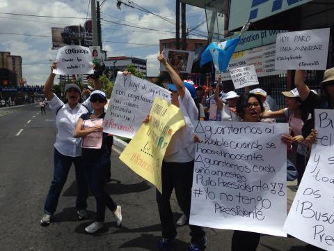En el trabajo o en el exterior, guatemaltecos se suman a las protestas