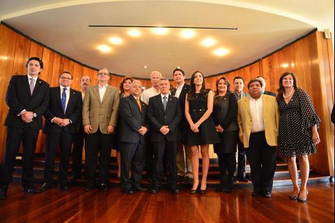 Asumen alcaldes de 338 municipios del país