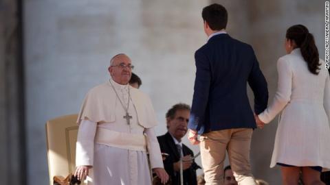 """El Papa Francisco  da """"consejos"""" para un matrimonio feliz"""