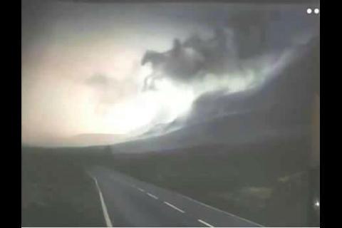 La historia detrás de la foto de nubes con los Jinetes del Apocalipsis