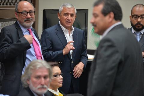 Moisés Galindo explica por qué renuncia a defender a Otto Pérez