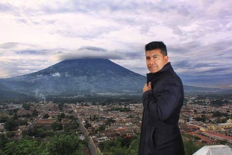 Cantante guatemalteco firma con Televisa Music para producir su disco