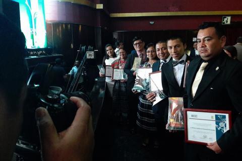 Premian a Maestros 100 puntos por su empeño, creatividad e innovación