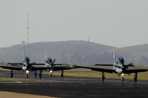 Gobierno desiste de compra de aviones Súper Tucano