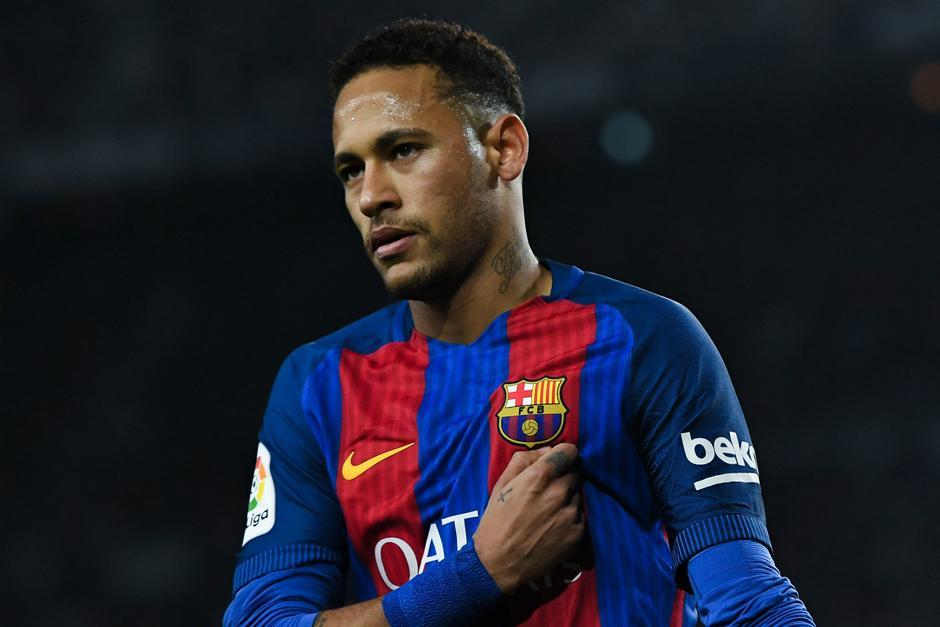 Neymar podría jugar el clásico del domingo pese a estar suspendido