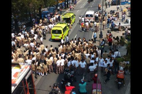 Atropellan a adolescentes que protestaban en calzada San Juan