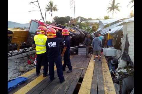 Un camión destruye casas y complica tránsito en ruta al Atlántico