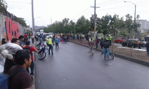 Vendedores de La Terminal bloquearon calzada Atanasio Tzul